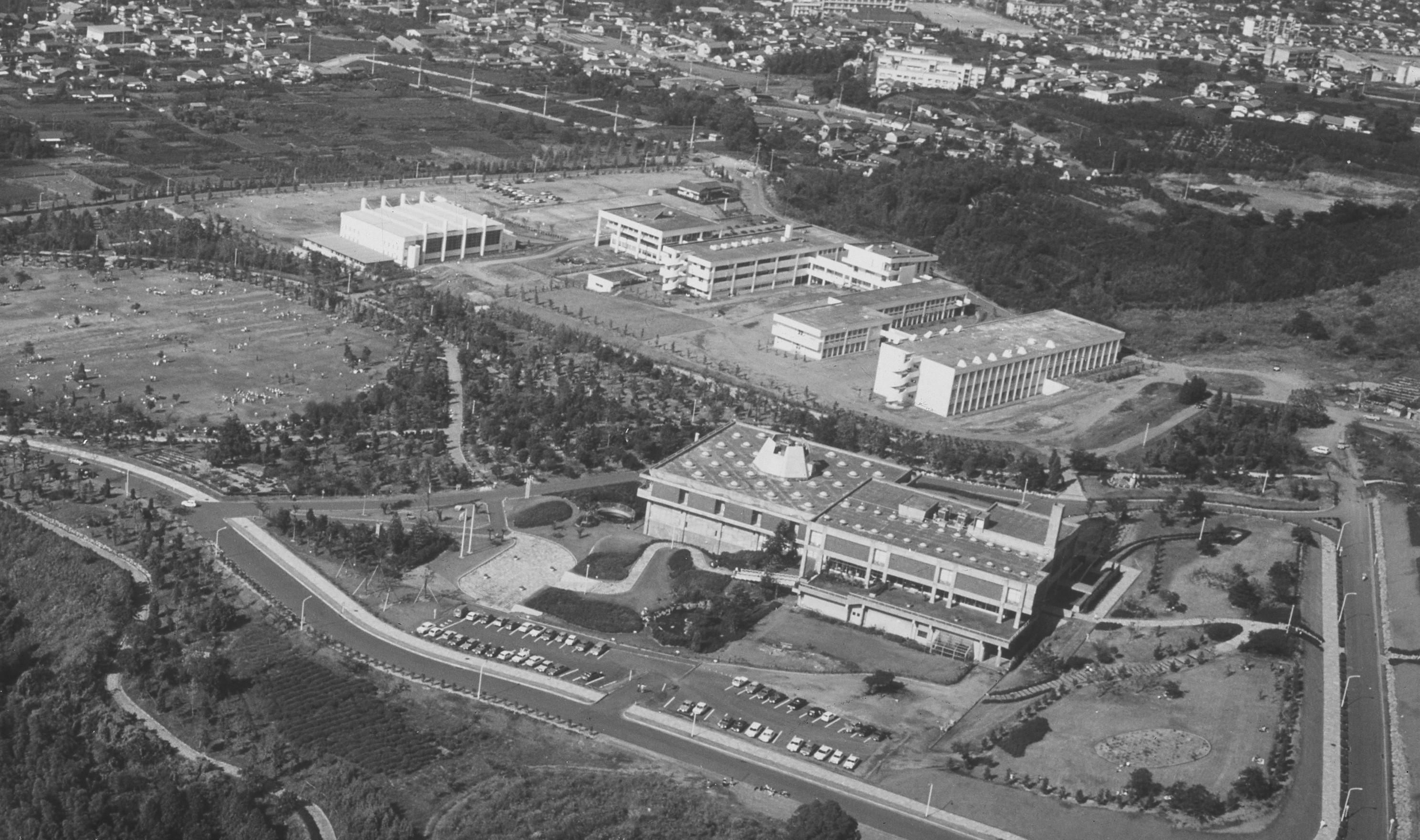 開館当時の県立中央図書館空中写真